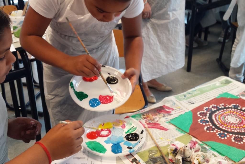 Aboriginalpainting met kinderen, acrylverf op canvasboard